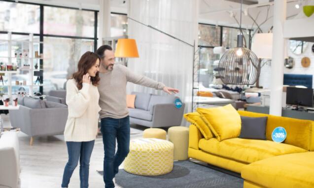 网上家具销售商甚至可能主动提出要由实体零售商收购