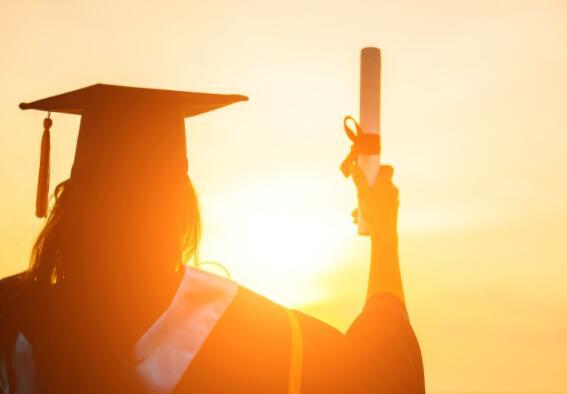 在该ETF中投资10000美元可以使您的孩子上大学