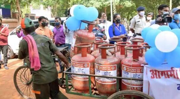 非补贴的液化石油气钢瓶价格上涨了17卢比