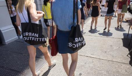 Urban Outfitters的股票因假期销售令人失望而下跌