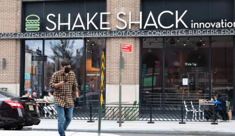 汉堡连锁店称最近一季度销售额增长后 Shake Shack的股票上涨6%