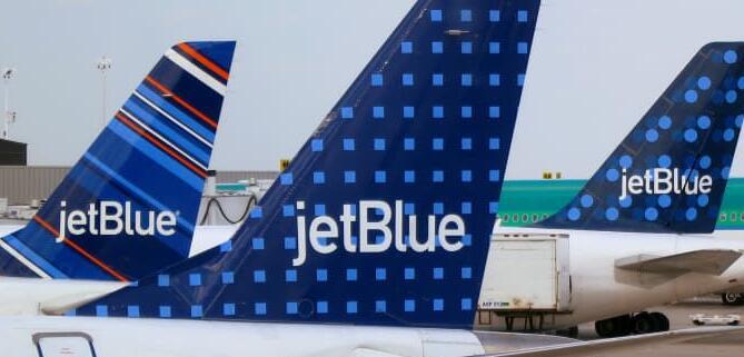 JetBlue取消了机票变更费但禁止了最便宜机票的架空行李箱使用权