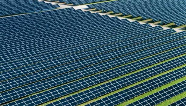 First Solar签署2.4吉瓦交易 报告具有挑战性的2020年结果