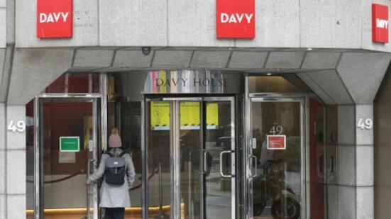 戴维股票经纪人的三名高级管理人员因债券交易而辞职