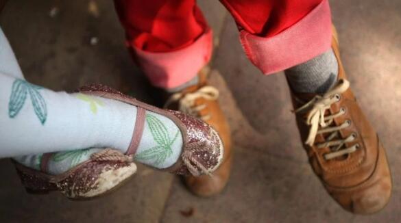 商店只能通过预约来测量和出售童鞋