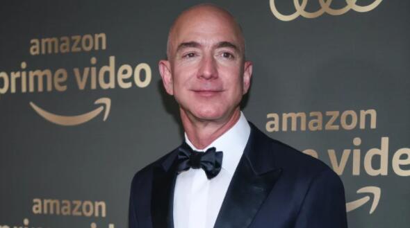 亚马逊创始人杰夫·贝佐斯荣登福布斯亿万富翁榜单