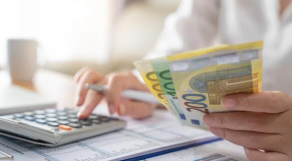 爱尔兰2019年第四季度至2020年第四季度的平均收入略有上升
