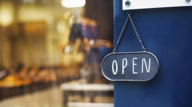 由于取消封锁鼓励了人们在餐馆消费 导致英国上月零售额意外下降
