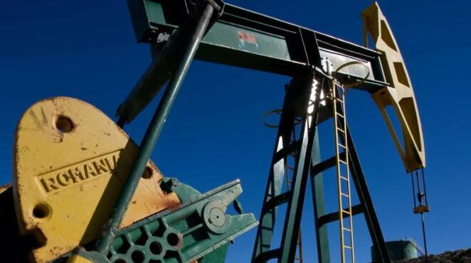 油价因美元走强而下跌但需求依然强劲