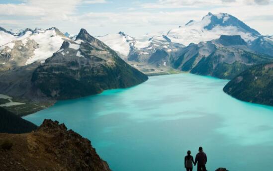 加拿大正在重新向美国游客开放边境